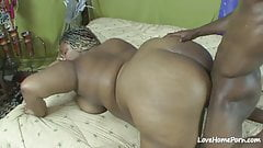 Fat slut sucking his cock and getting fucked.mp4