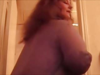 Big booty white mature hoe taking a shower and play