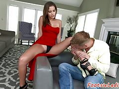 Glamcore babe footworshiped and pussyfucked