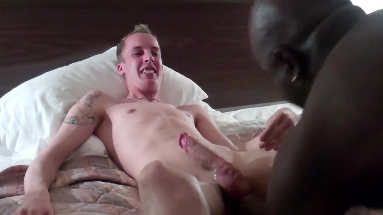 Ripped twinks sucking cocks after class in college
