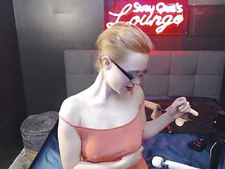 Babe Pleasures Herself Using a Fuck Machine