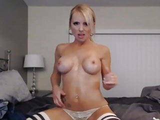 Gorgeous Blonde Babe Toying Her Pussy On Cam
