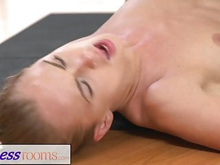 Download video bokep FitnessRooms Ivana Sugar has a full body and pussy stretch Mp4 terbaru