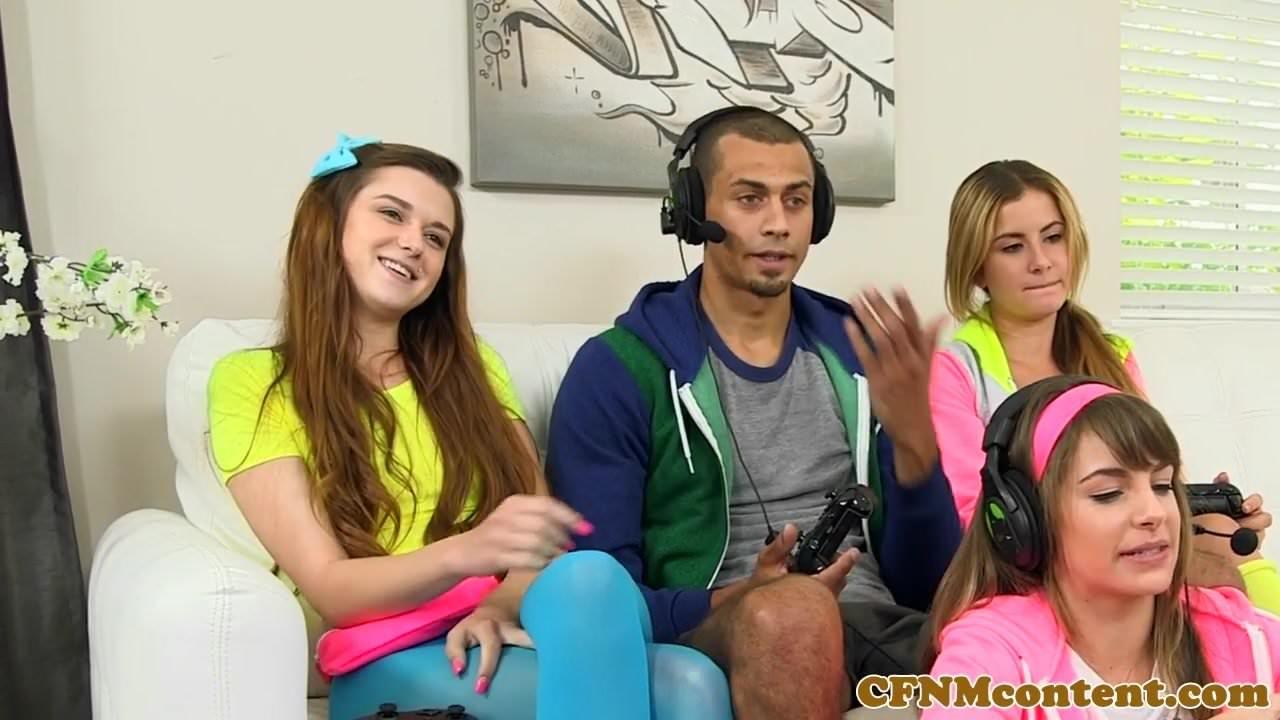 Dominating gamer girls sucking black cock 3