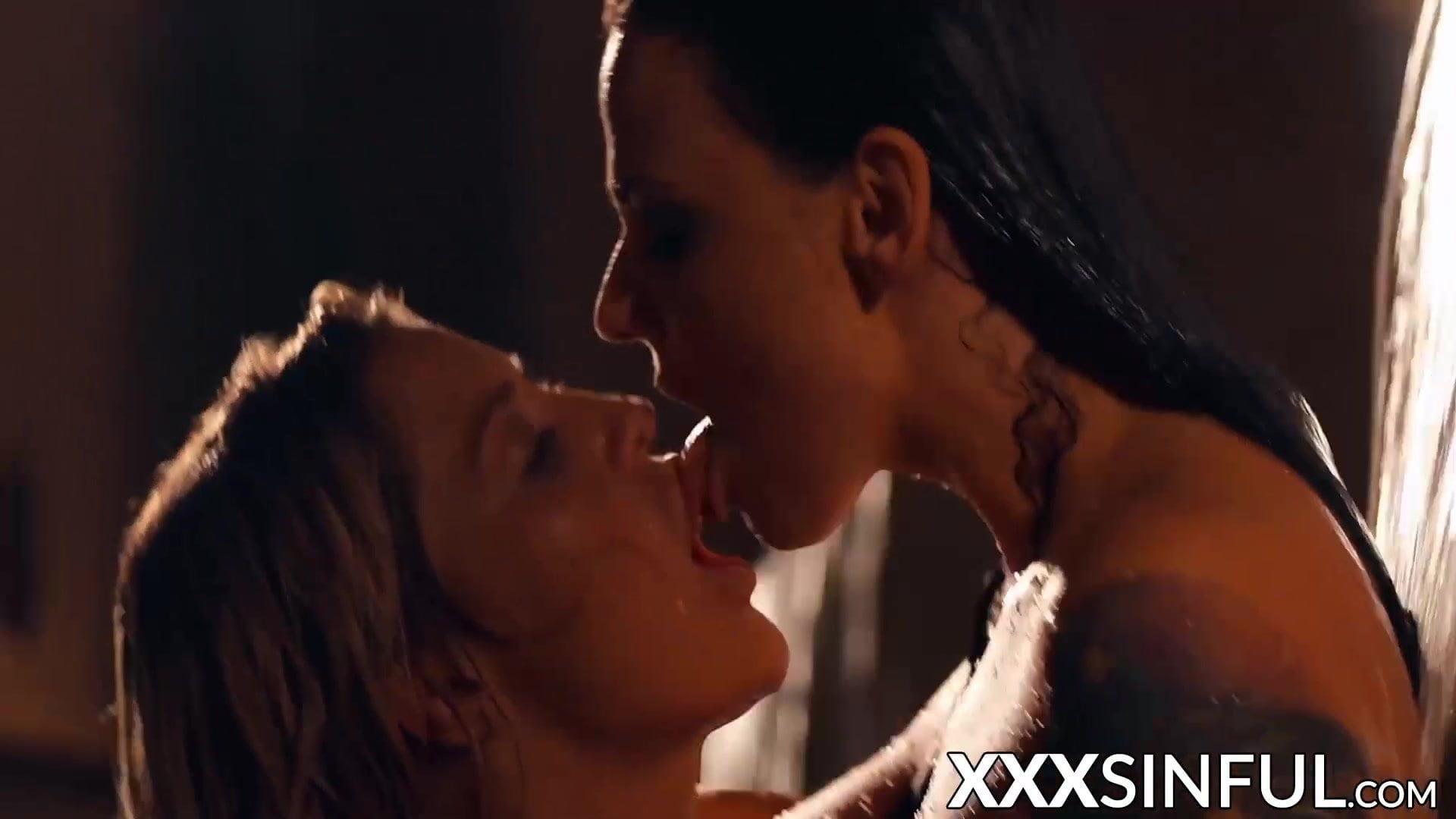 Luscious lesbian girlfriends scissoring in oral pool