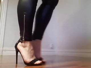 Download video bokep De legging couro e Sandalia Salto Alto Fino para voces Mp4 terbaru
