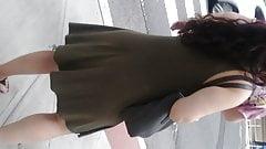Ass cheecks clapping in dress.candid