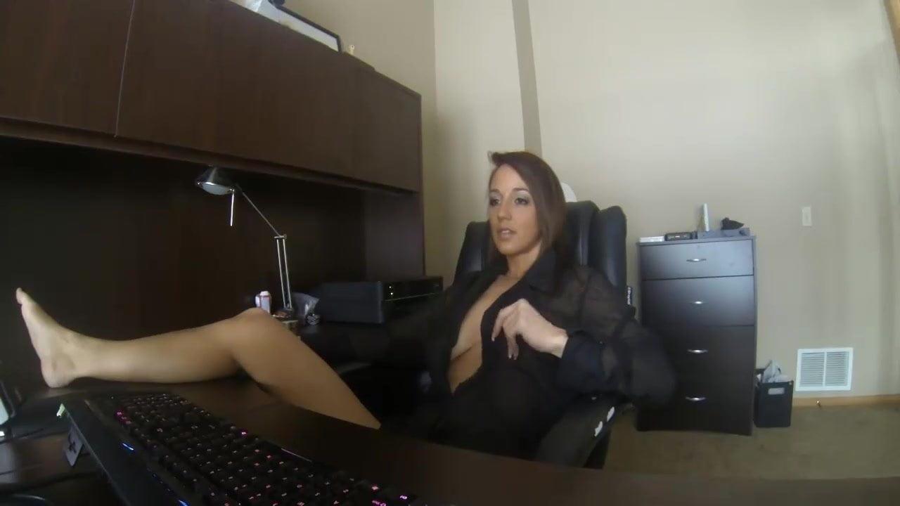 мастурбирует в кафе онлайн - 7