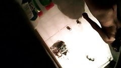 Pequeño tetas MILF toma ducha oculto cam clip
