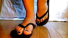sissy feet in flip flops