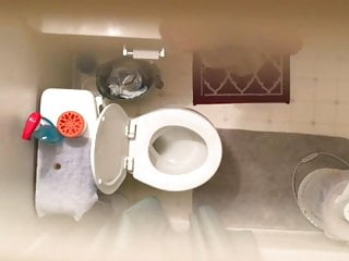 sister s bathroom 001