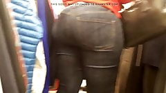 Nice ebony donk in tight jeans