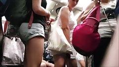 Upskirt robe blanche monte ds wagon (slowmo)