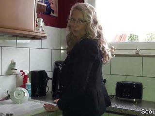 Geile Deutsche MILF mit Mega Titten fickt mit ihrem Chef