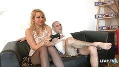 Une bonne blonde francaise se fait bien ramoner la cochonne