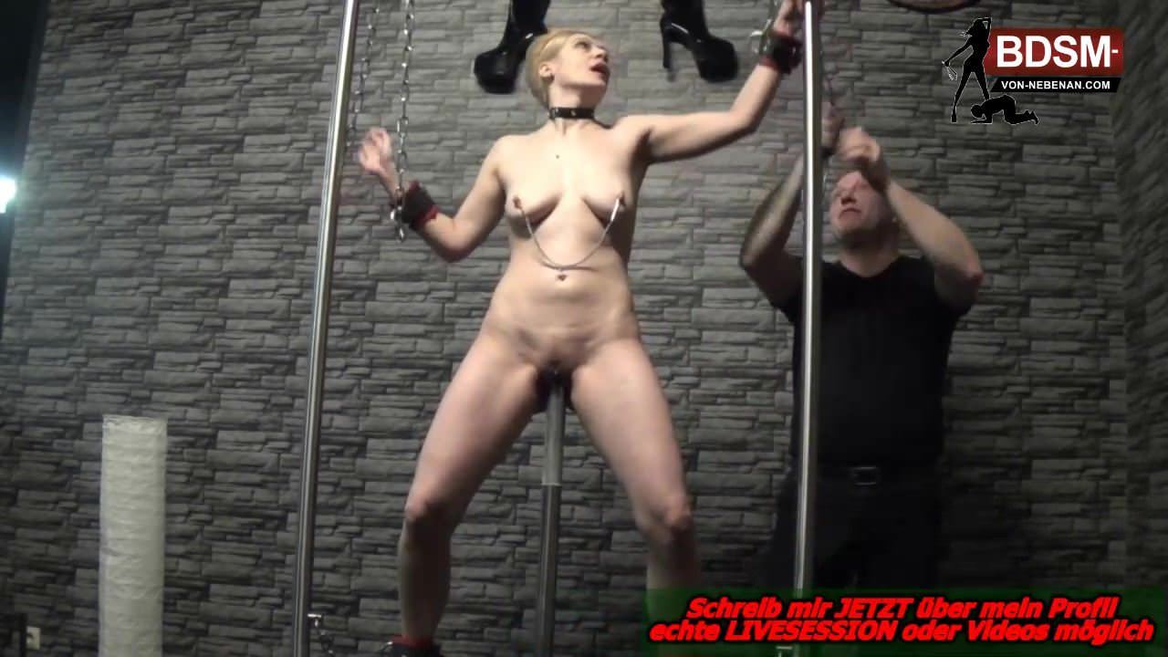 Deutsche Hausfrau benutzt Muskete zur Kitzler Stimulation