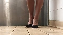 Crossdresser in public toilet .