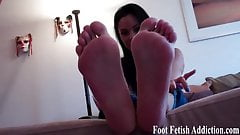 Suck on my long pink toes
