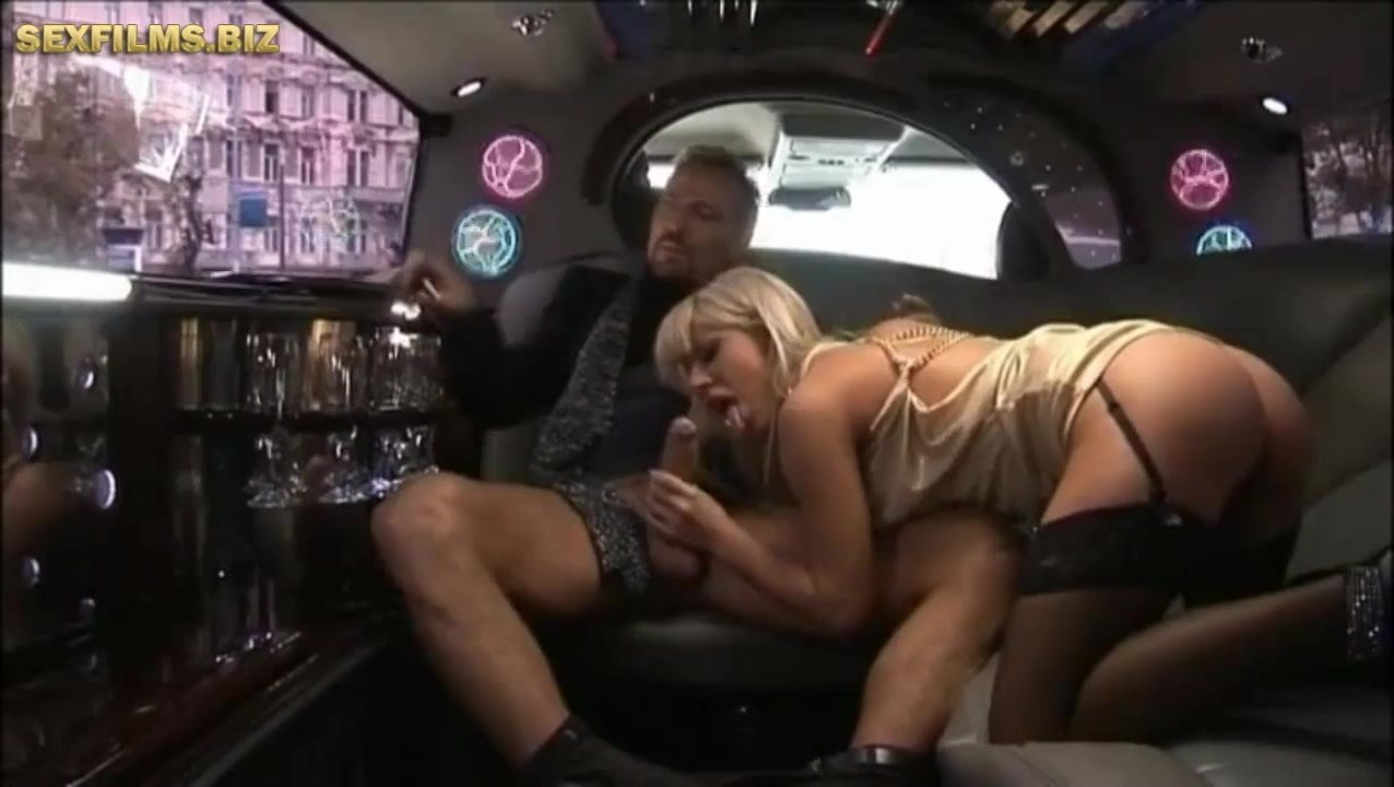 Duble Decker intercourse  in a Limousine.