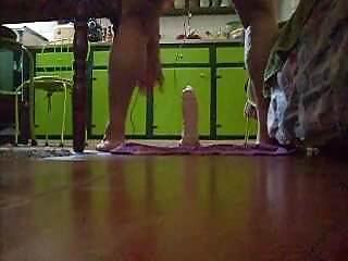 Preview 6 of em casa brincando com dildo