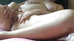 Milf bates on a bed