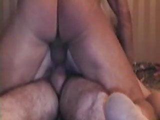 Moglie troia si fa mettere due cazzi nella figa