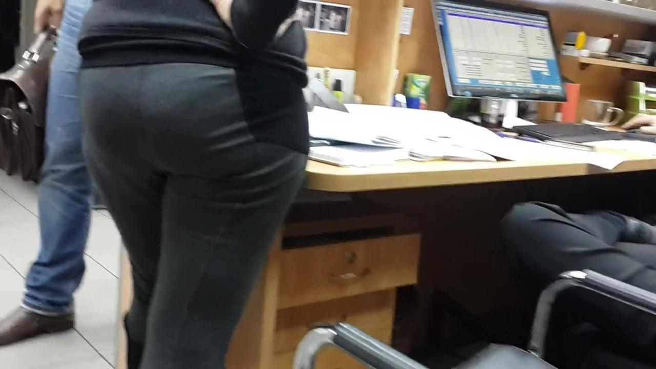Большие жопы секретарш видео это