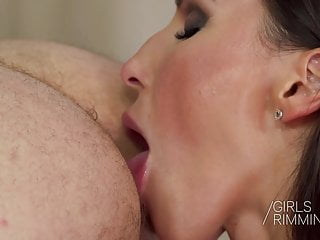 Skinny Brunette Lili Moon Giving A Rimjob And Has An Orgasm