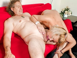 DEUTSCHLAND REPORT - German amateur blondie sucks hard cock
