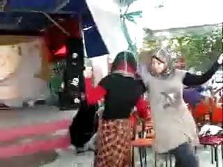Arab Hijabi Whore Dancing 13