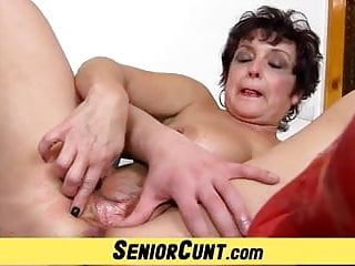 Ladies vagina - Fifty years old lady greta vagina widining close-ups