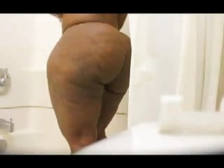 Thick Black Milf In The Shower