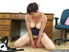 UK milf Zanderlee peels off her tights and sits on a dildo