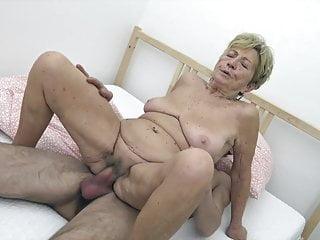 Download video bokep Young guy fucks granny Mp4 terbaru