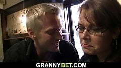 Boozed mature bitch is picked up in the pub's Thumb