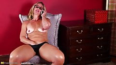 Hot mature mother speaking on phone and bating