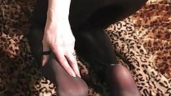 Smelly pantyhose soles after work