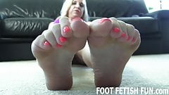 Let me show off my fresh pedicure for you