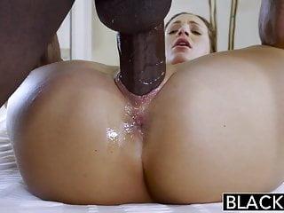 Ella anclada al vergudo mientras su marido está trabajando