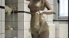 Transparentes Latex anziehen