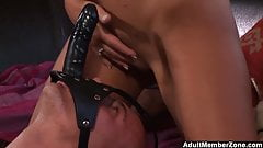 Bombshell Pleases Herself With Face Strapon
