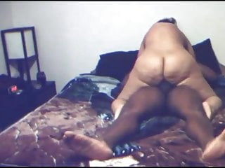 BIG BOOTY WHITE HOE RIDING THE DICK