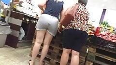 Milf toda a vontade no supermercado bunda grande