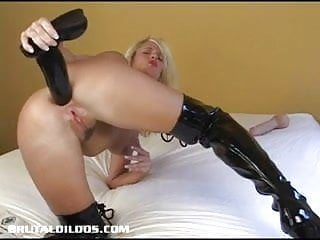 Blonde cougar pounds her asshole with a brutal dildo