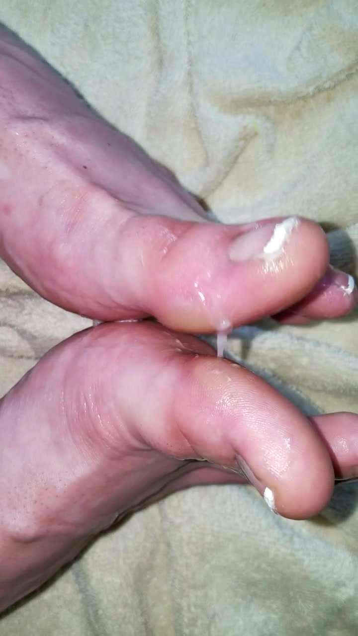 Cum all over my gorgeous toes and feet