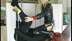 Latex Strapon Smother Mistress