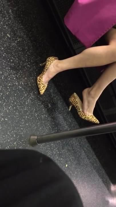Candid Sexy Feet and Legs Some Shoeplay