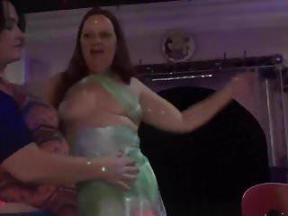 Download video bokep Dancing onstage during karaoke Mp4 terbaru