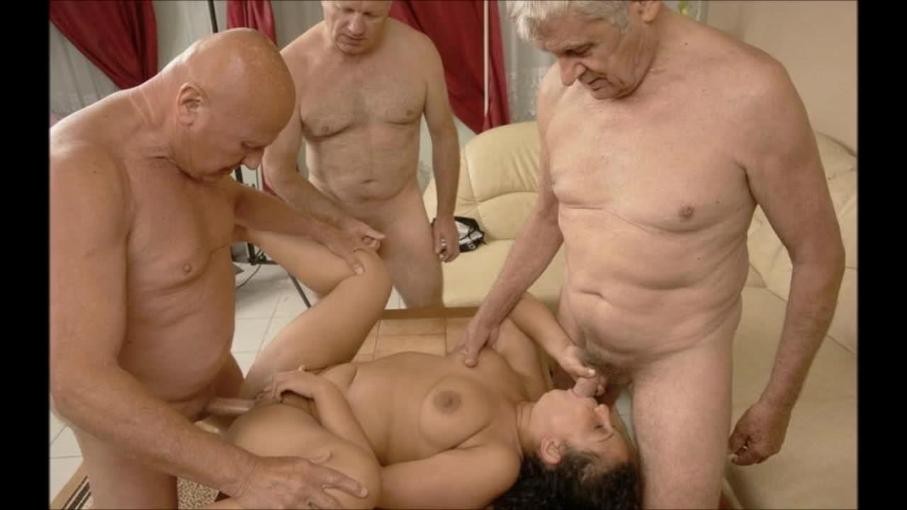 Порно видео где ласкают киску и кончают во внутрь легла щекой