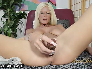 Video bokep online Mature Olivia Blu uses a good toy 3gp